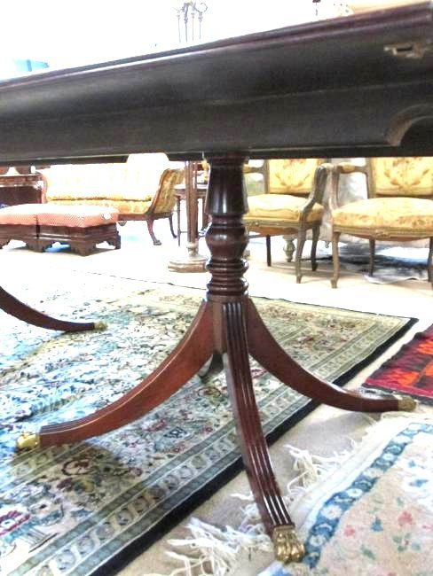 EARLY 20TH C DUNCAN PHYFE STYLE DINING TABLE - 4