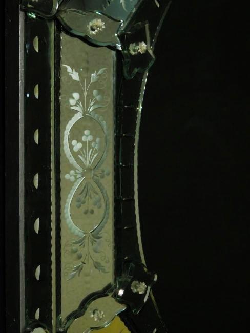 LARGE VENETIAN ENGRAVED GLASS MIRROR - 6