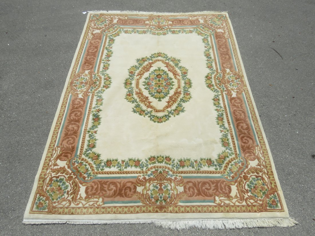 LARGE FLORAL HAND KNOTTED WOOL RUG