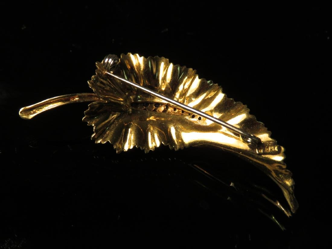 LADIES 18K YELLOW GOLD & SAPPHIRE LEAF BROOCH 7.9g - 2