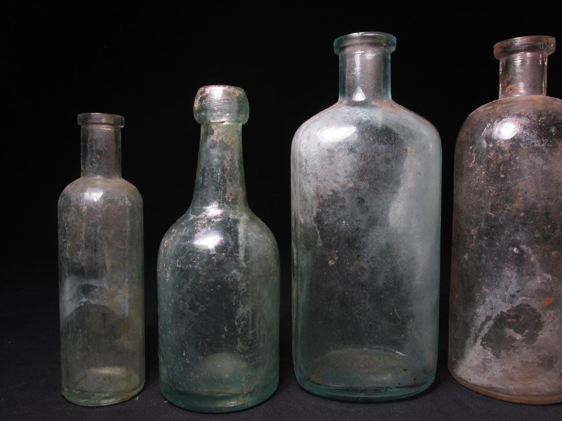 COLLECTION ANTIQUE BOTTLES: EMBOSSED, PYREX ETC 18 - 12