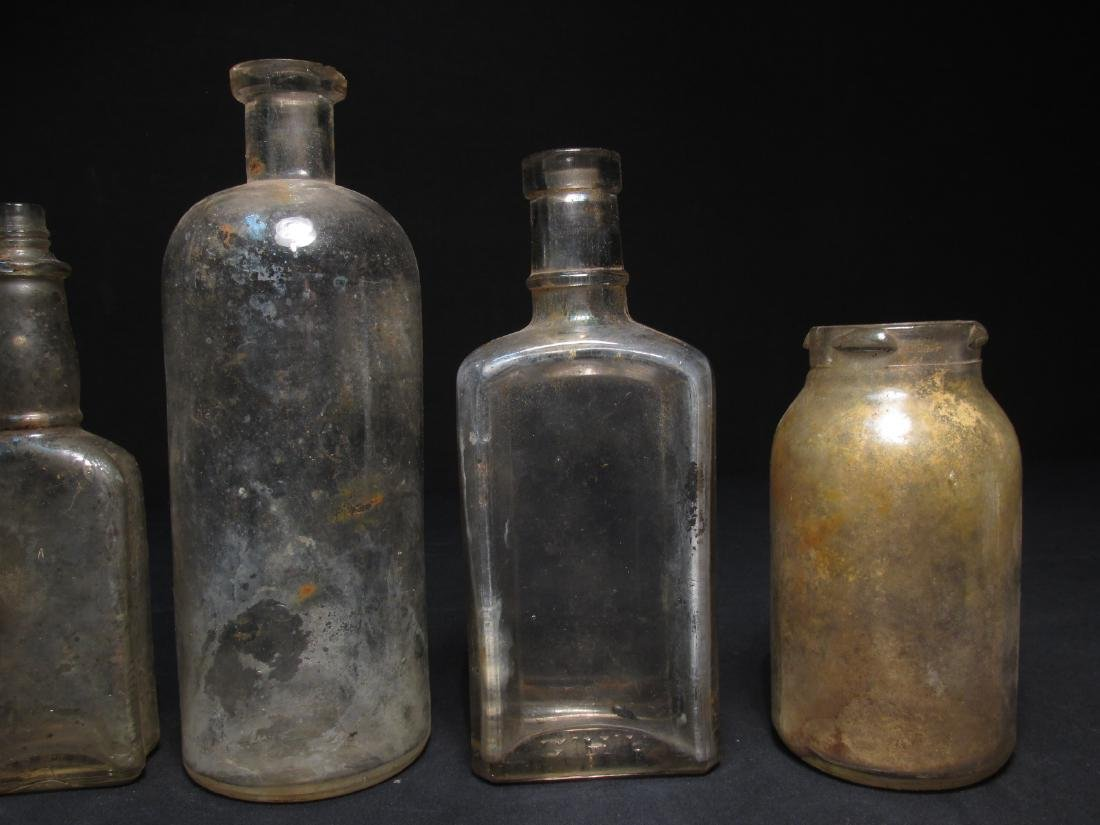 COLLECTION ANTIQUE BOTTLES: EMBOSSED, PYREX ETC 18 - 15
