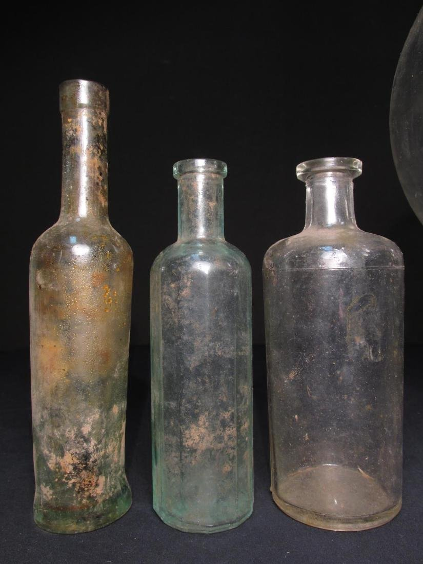 COLLECTION ANTIQUE BOTTLES: EMBOSSED, PYREX ETC 18 - 2