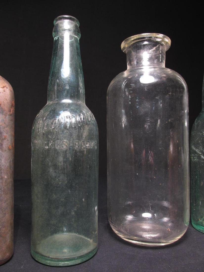 COLLECTION ANTIQUE BOTTLES: EMBOSSED, PYREX ETC 18 - 8
