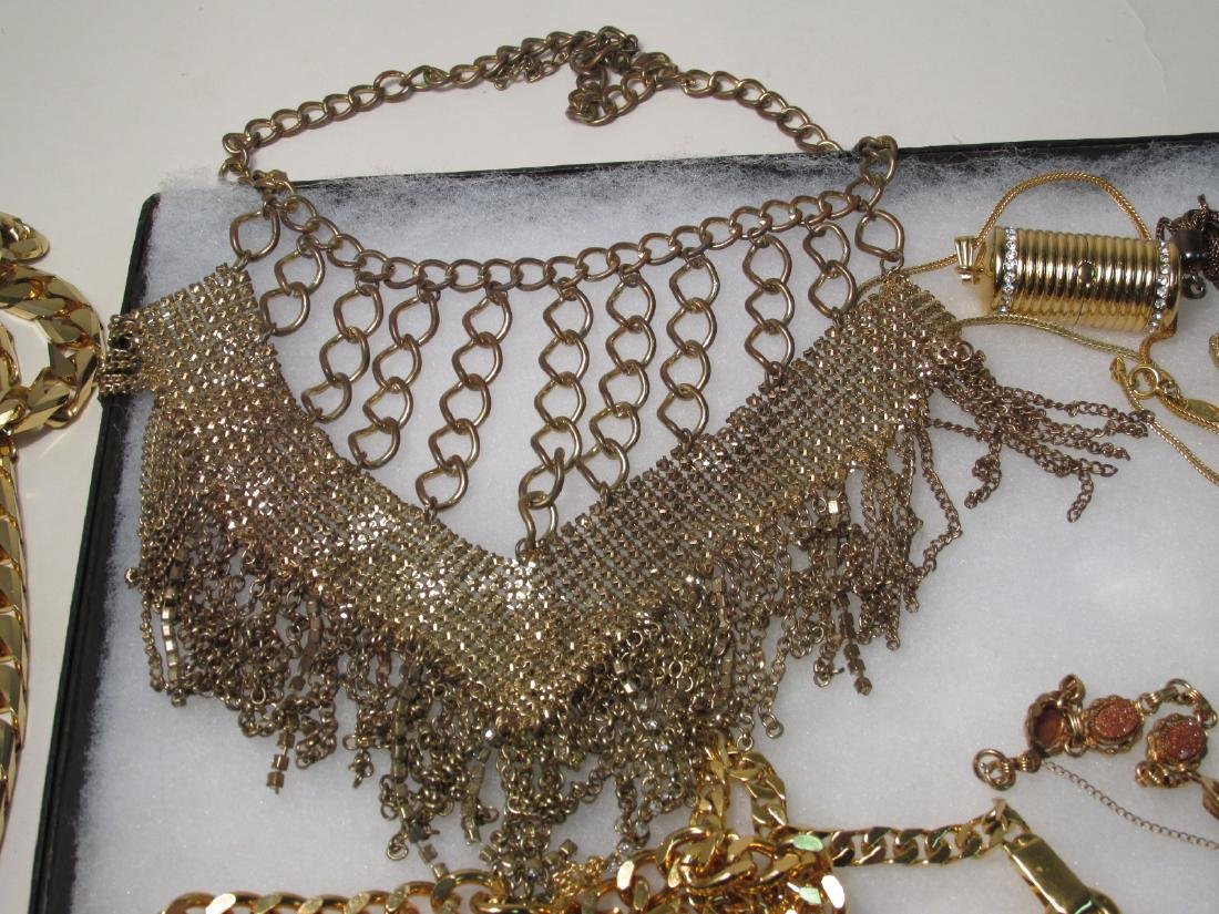 LADIES TRAY LOT COSTUME JEWELRY: GOLD TONE - 6