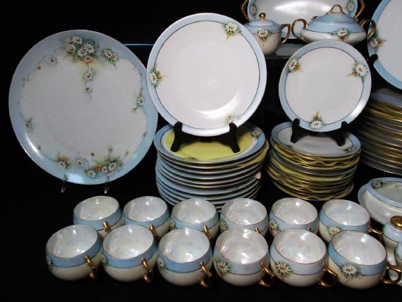FLORAL DINNERWARE: HUTSCHENREUTHER ETC 125 PCS - 2