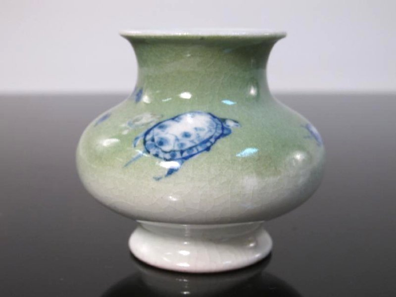 CHINESE/JAPANESE LOT: CABINET VASE cricket box ETC - 8