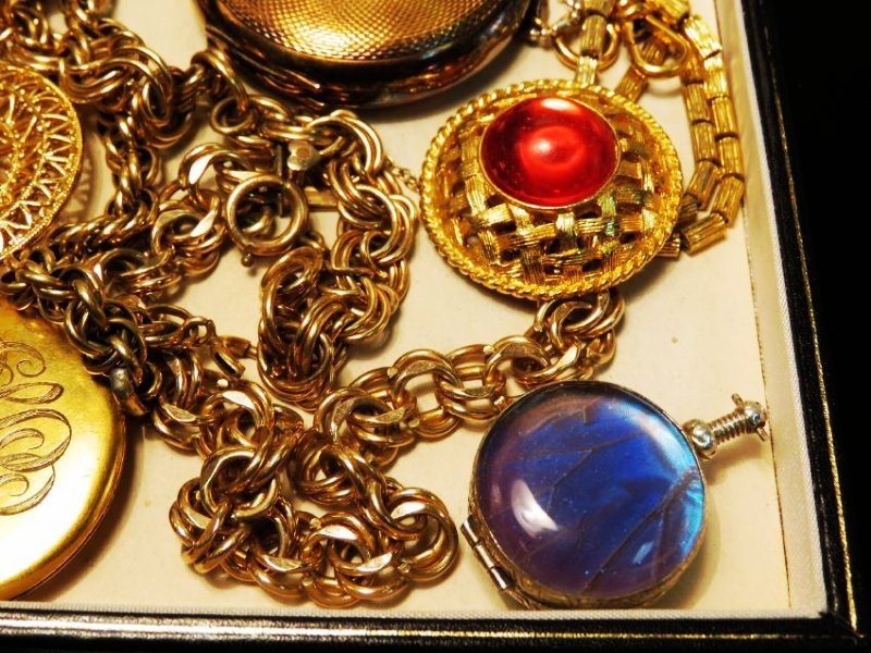 TRAY LOT VINTAGE & ANTIQUE JEWELRY GOLD FILLED ETC - 2