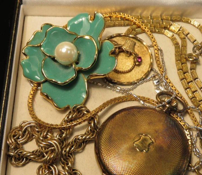 TRAY LOT VINTAGE & ANTIQUE JEWELRY GOLD FILLED ETC - 4