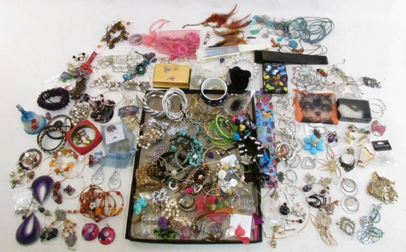 HUGE COLLECTION LADIES COSTUME JEWELRY