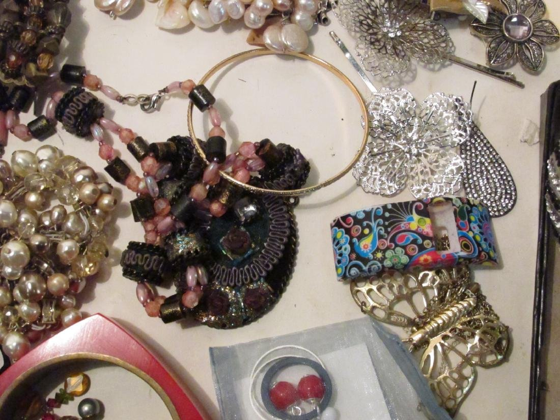 HUGE COLLECTION LADIES COSTUME JEWELRY - 9