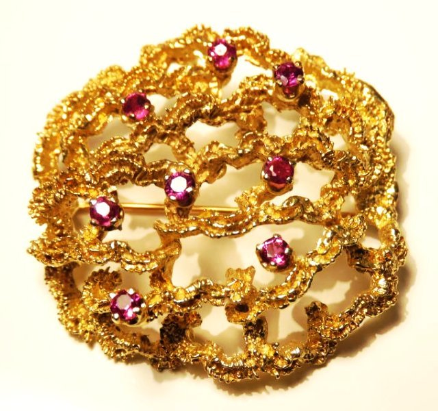 LADIES 14K YELLOW GOLD & RUBY BROOCH 19.7 GRAMS