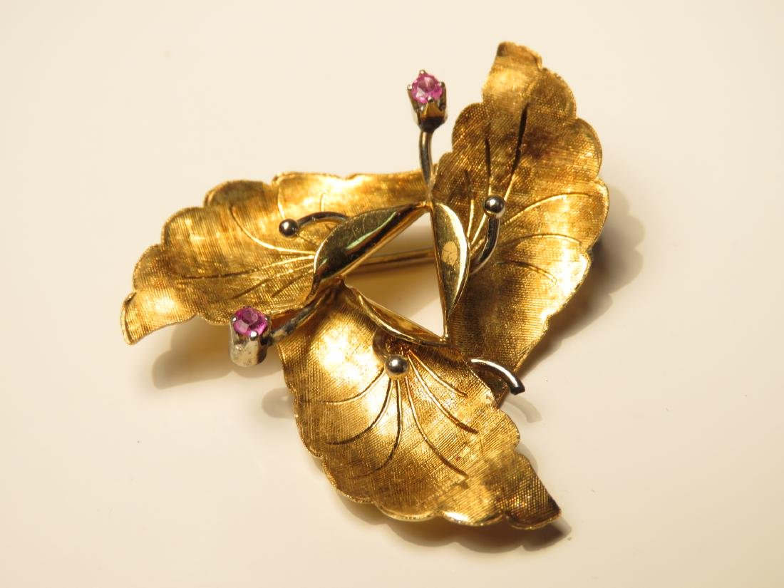 TWO 18K YELLOW GOLD & RUBY LEAF BROOCHES 18.3 GRAM - 2