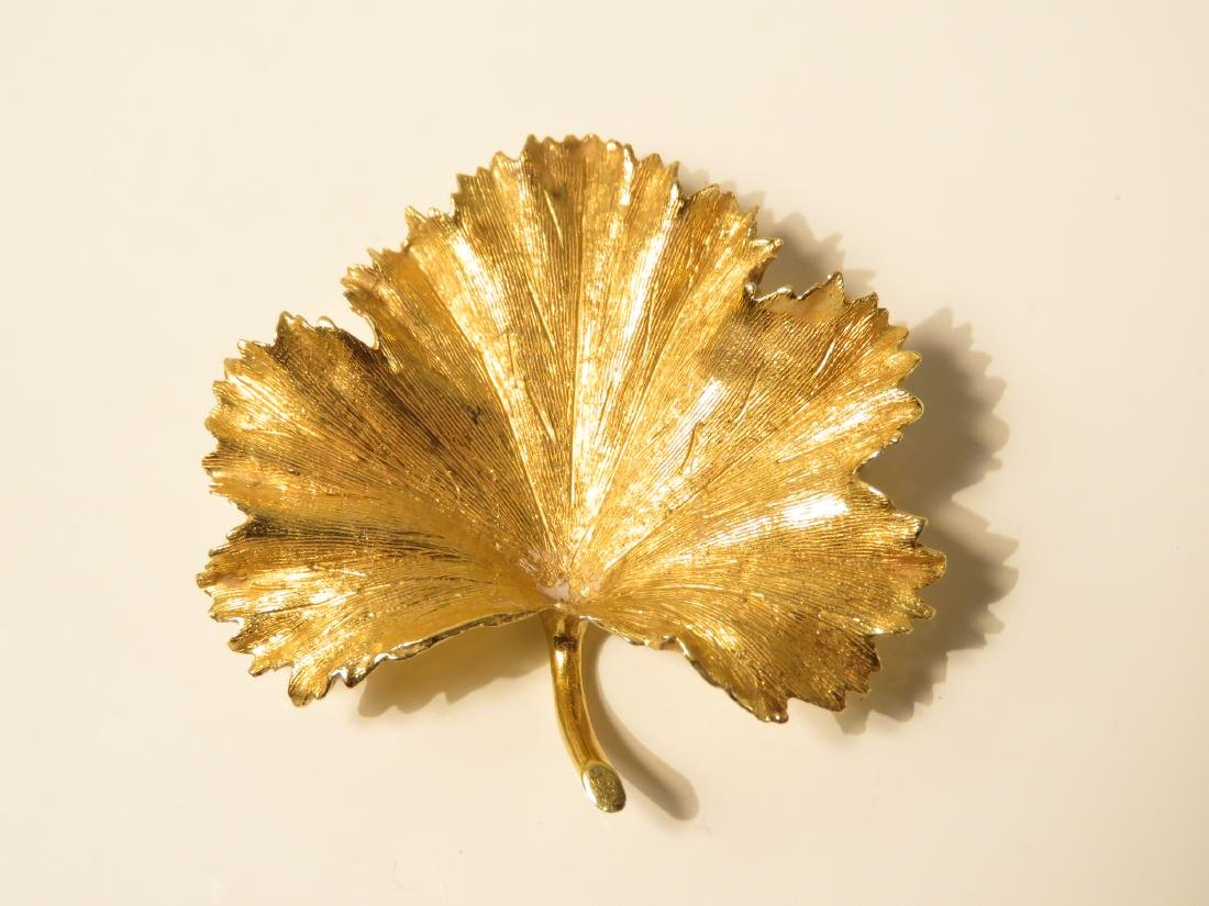 LADIES 18K YELLOW GOLD LEAF BROOCH 9.9 grams