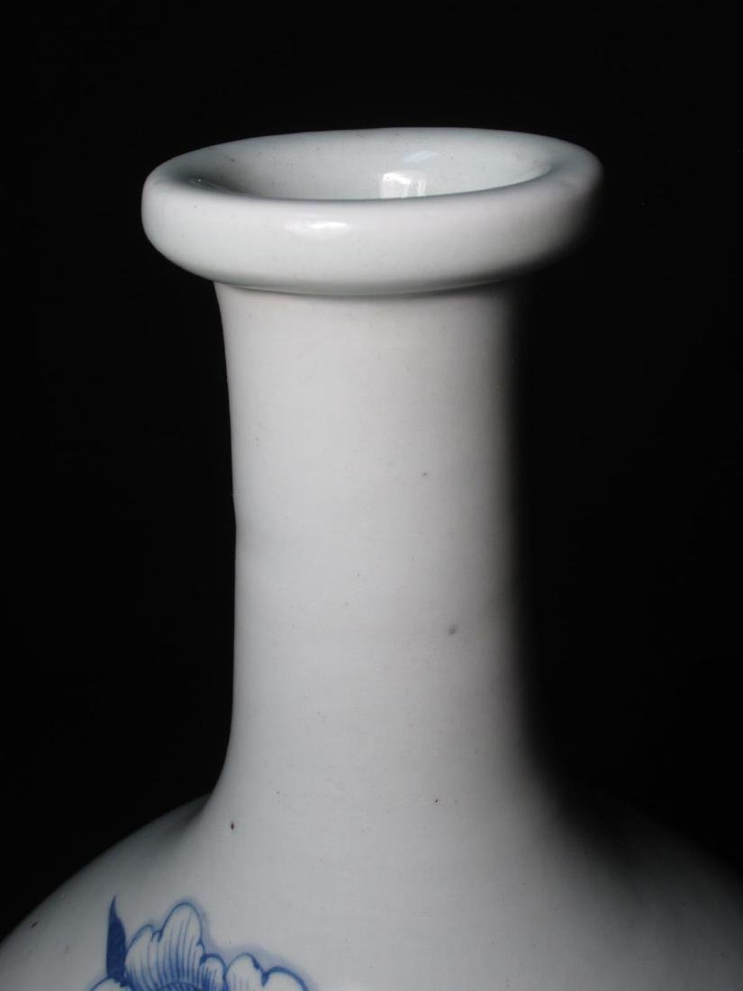 EARLY CHINESE TRANSITIONAL PERIOD TIANQIUPING VASE - 2
