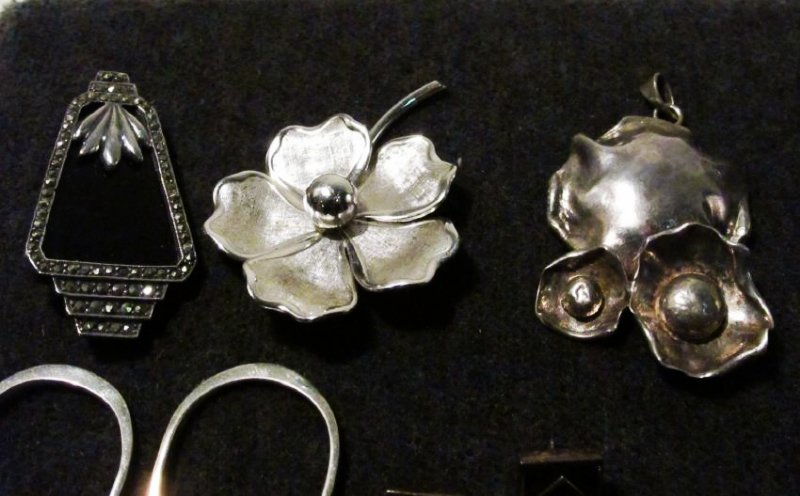 TRAY LOT LADIES STERLING SILVER COSTUME JEWELRY - 10
