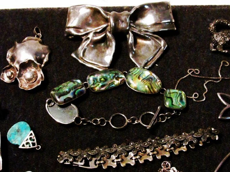 TRAY LOT LADIES STERLING SILVER COSTUME JEWELRY - 11