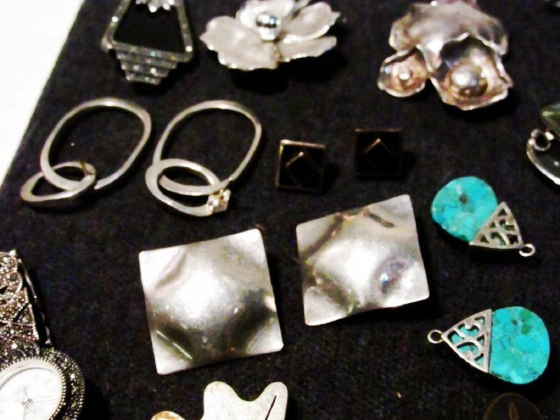 TRAY LOT LADIES STERLING SILVER COSTUME JEWELRY - 9