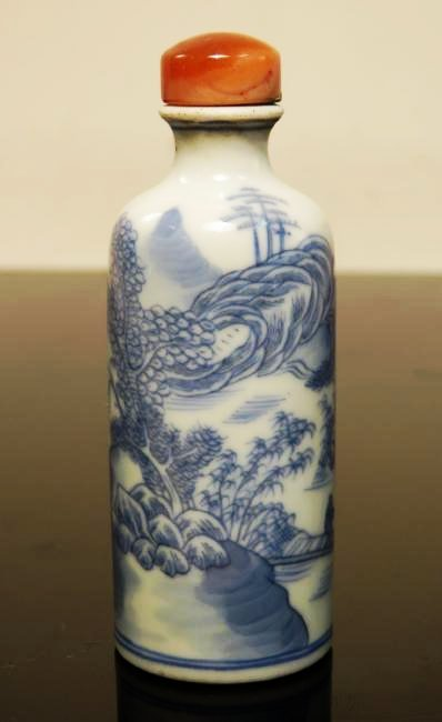EARLY CHINESE QING DYNASTY BLUE & WHITE SNUFF BOTT