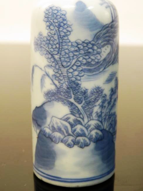 EARLY CHINESE QING DYNASTY BLUE & WHITE SNUFF BOTT - 3