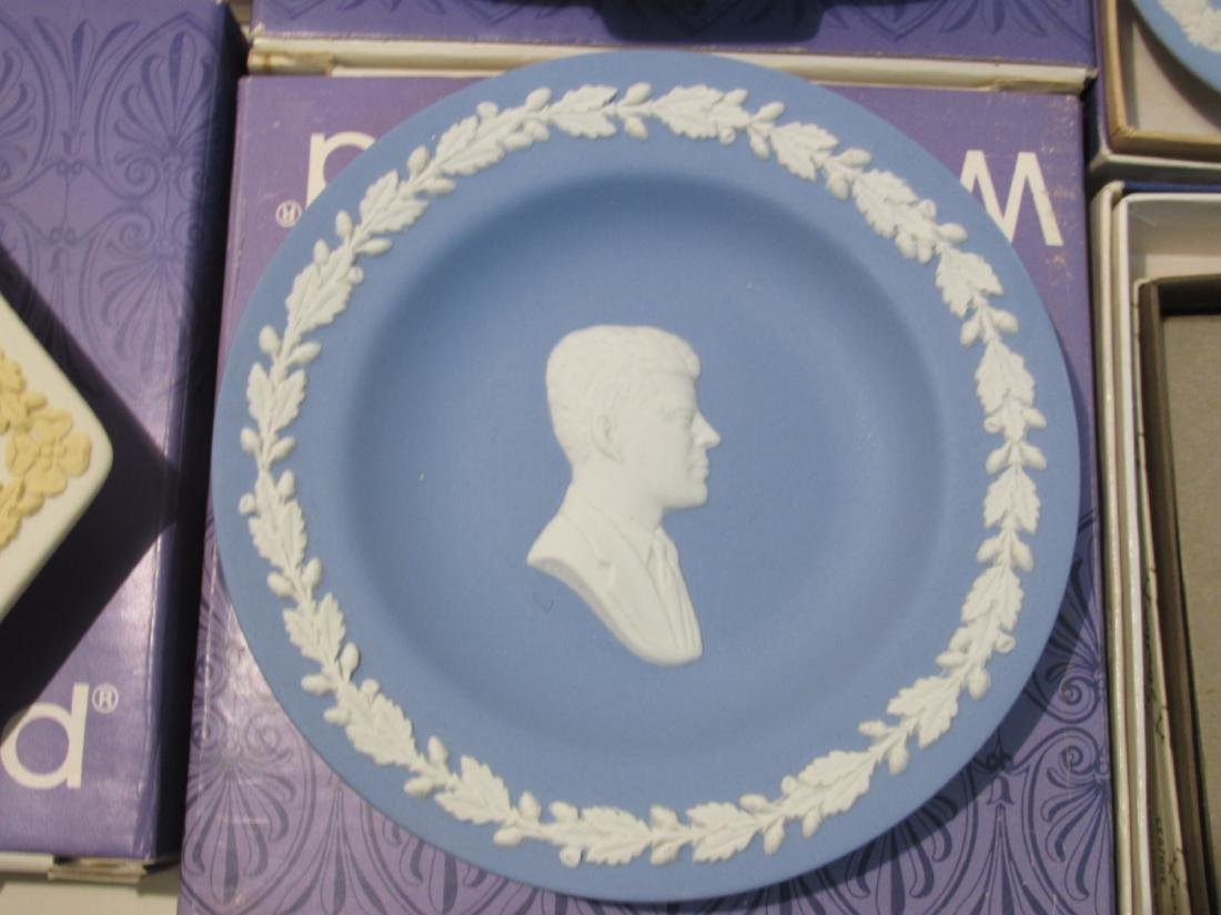 COLLECTION WEDGWOOD JASPERWARE CAMEO & DISHES - 12