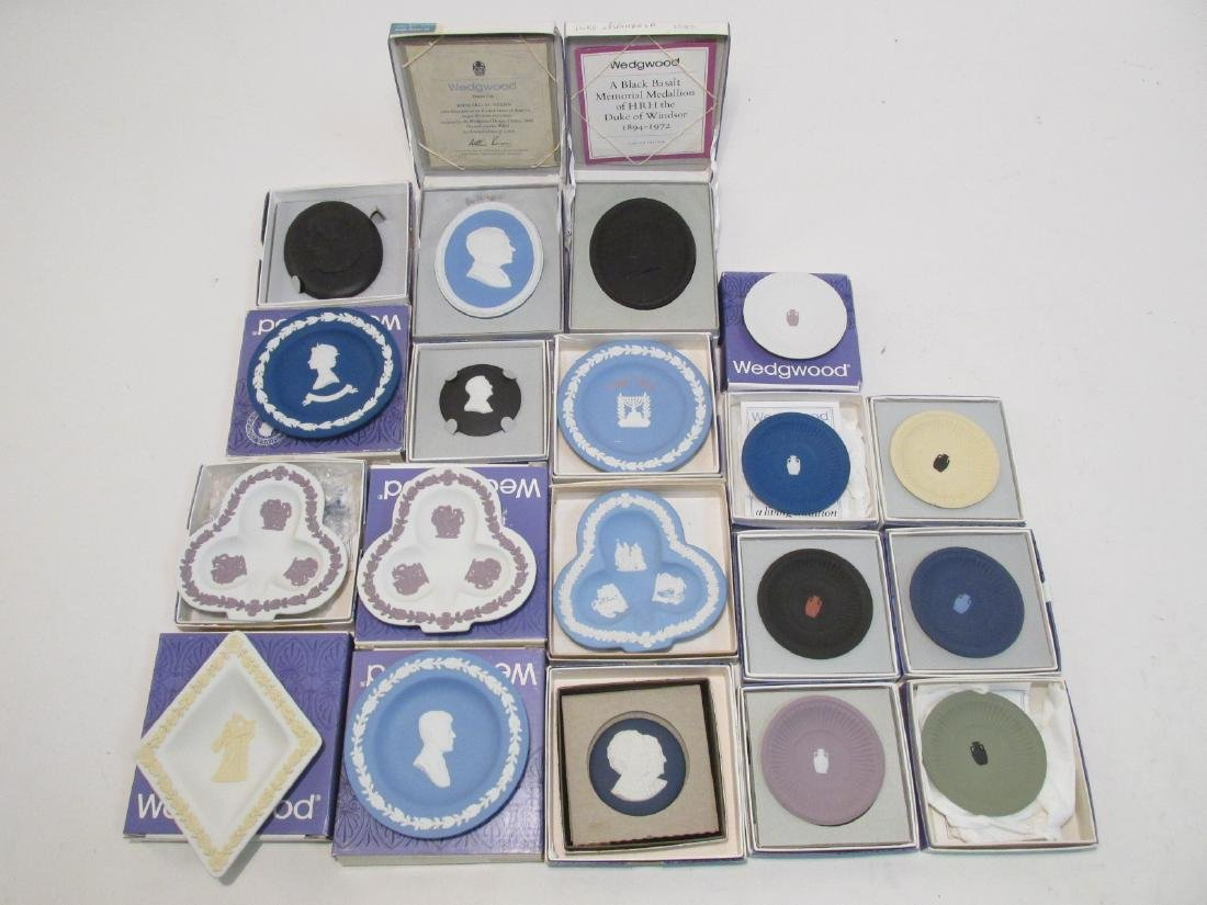 COLLECTION WEDGWOOD JASPERWARE CAMEO & DISHES