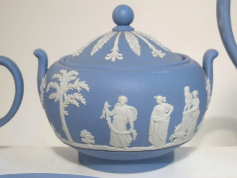 WEDGWOOD BLUE JASPERWARE TEA SET: 31 PCS - 4