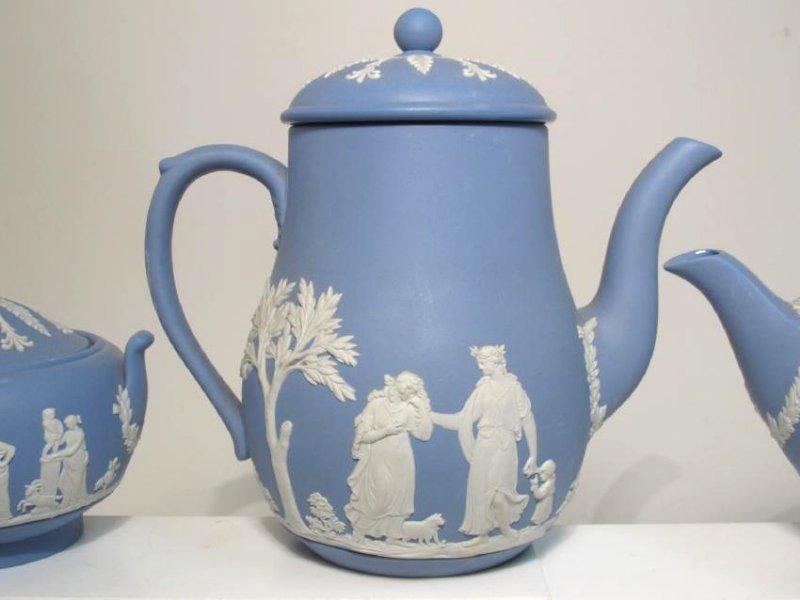 WEDGWOOD BLUE JASPERWARE TEA SET: 31 PCS - 5
