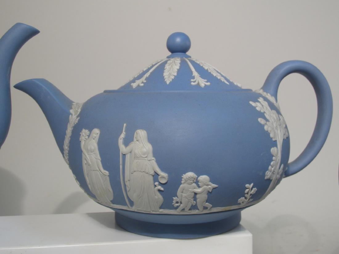 WEDGWOOD BLUE JASPERWARE TEA SET: 31 PCS - 6