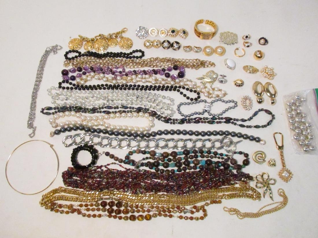 TRAY LOT LADIES COSTUME JEWELRY: NOLAN MILLER ETC.