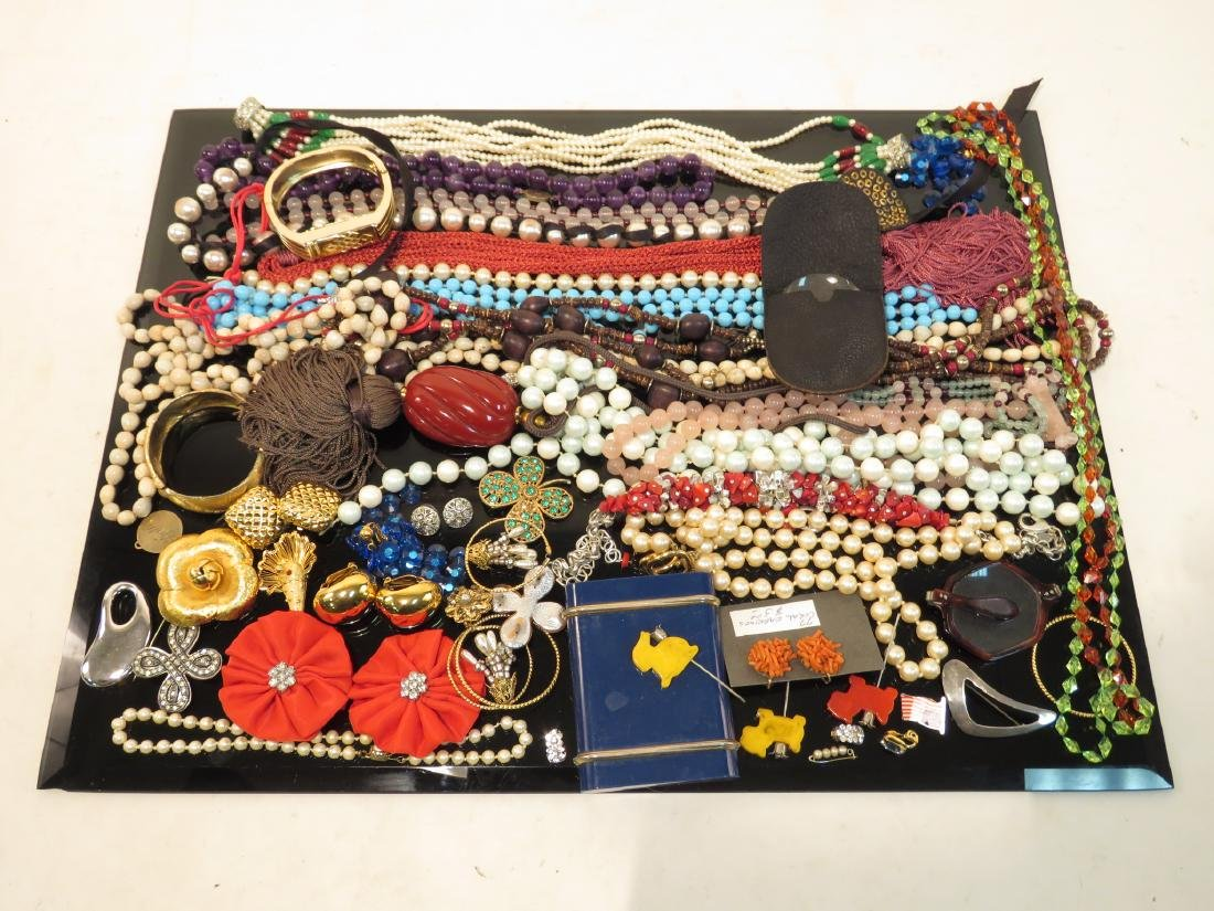 LARGE TRAY LOT LADIES COSTUME JEWELRY GOLD TONE ET