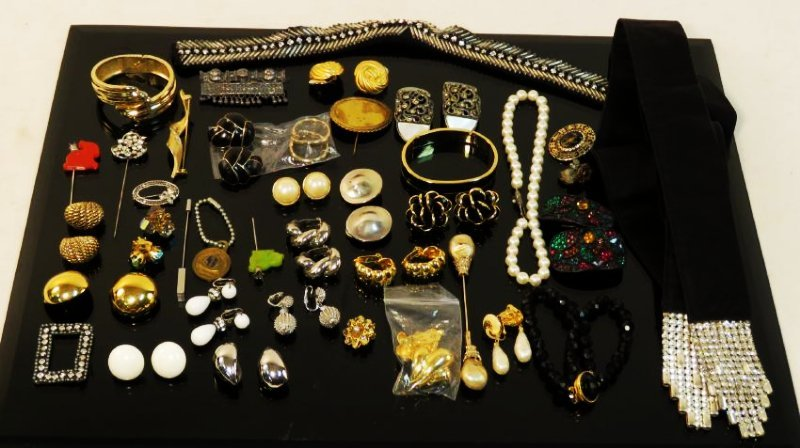 TRAY LOT LADIES COSTUME JEWELRY: VINTAGE, ETC.