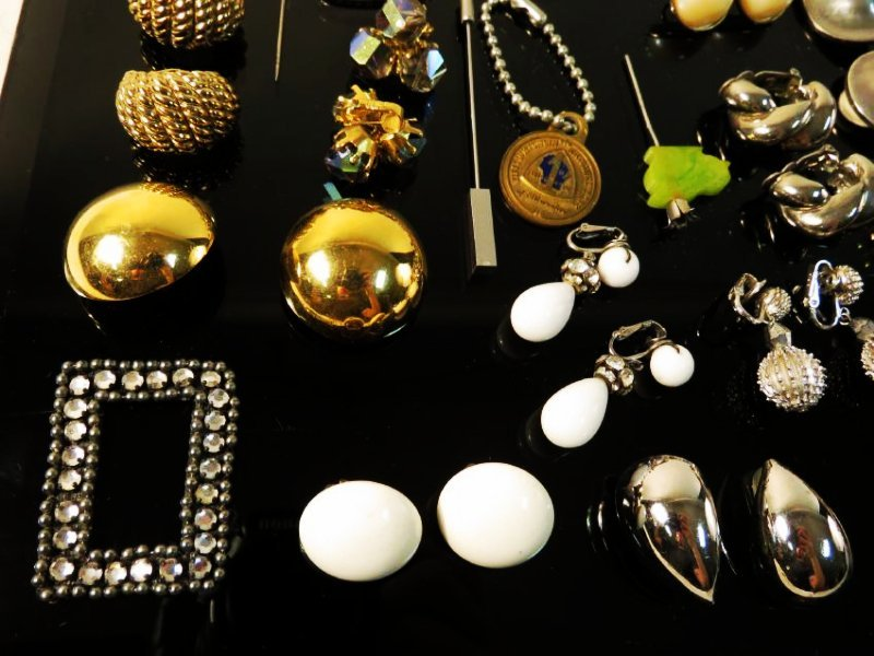 TRAY LOT LADIES COSTUME JEWELRY: VINTAGE, ETC. - 2