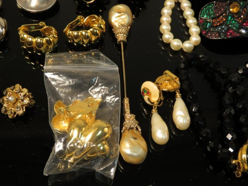 TRAY LOT LADIES COSTUME JEWELRY: VINTAGE, ETC. - 5