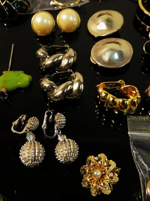 TRAY LOT LADIES COSTUME JEWELRY: VINTAGE, ETC. - 6