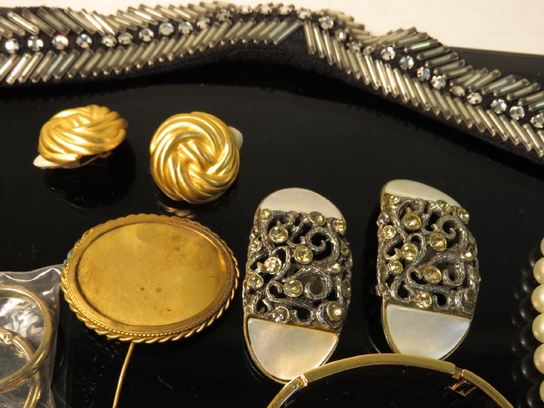 TRAY LOT LADIES COSTUME JEWELRY: VINTAGE, ETC. - 7