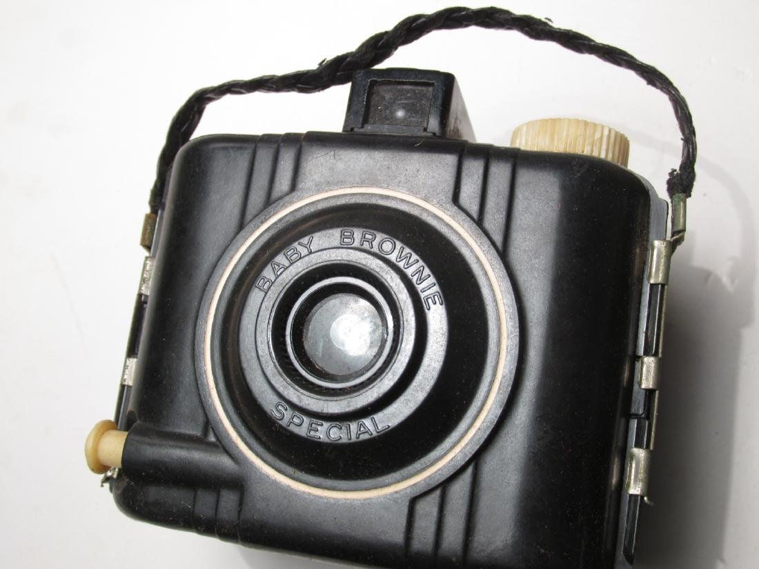 ASSORTED VINTAGE CAMERA GEAR & ACCESSORIES - 10