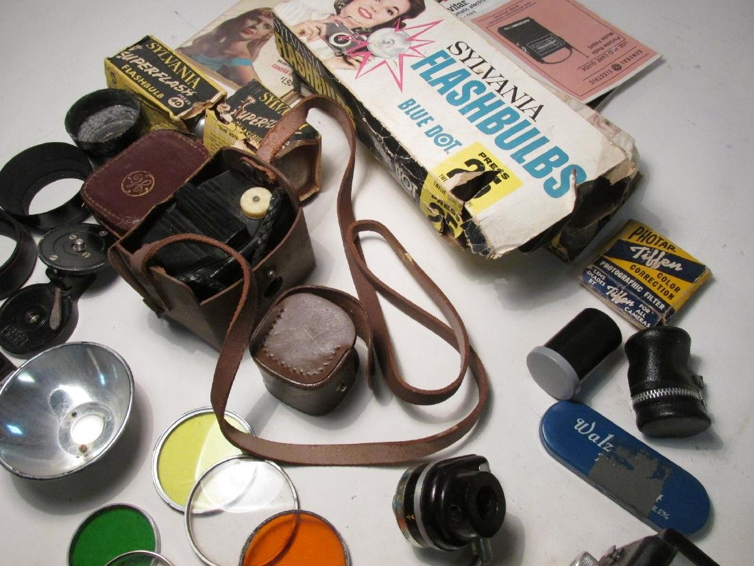ASSORTED VINTAGE CAMERA GEAR & ACCESSORIES - 9