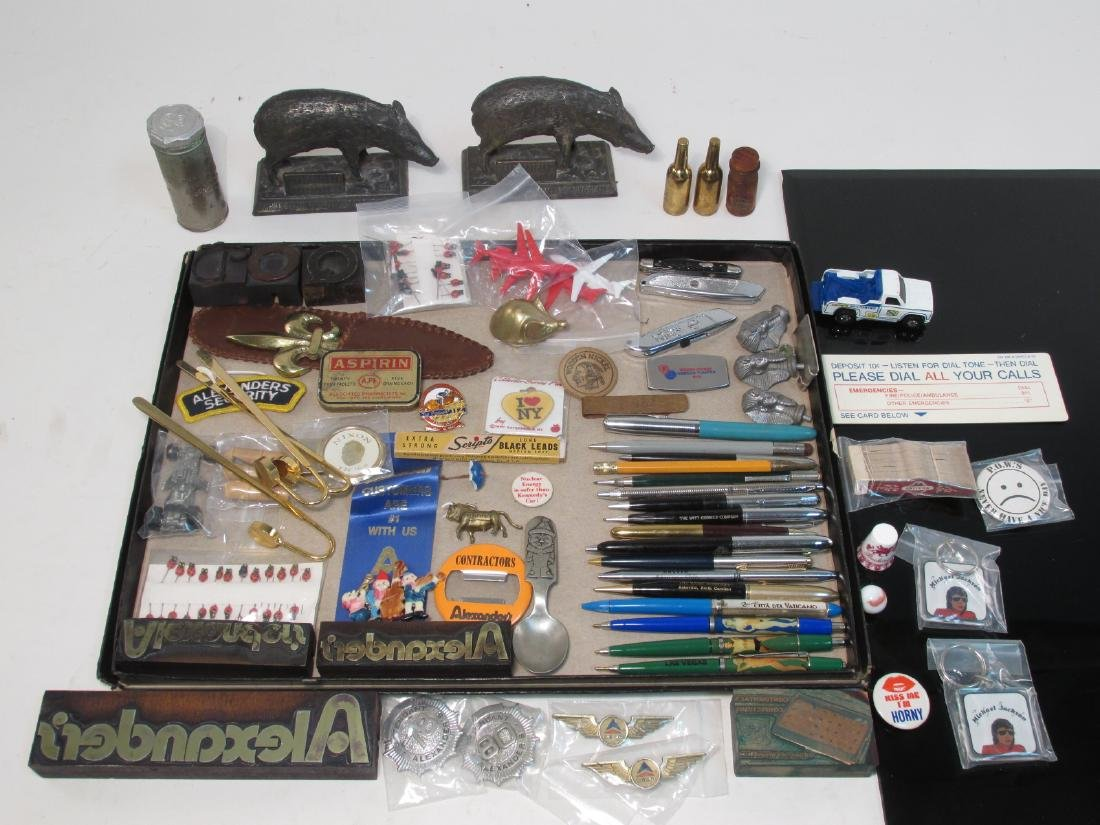 TRAY LOT COLLECTABLES: PENS, ADVERTISING, ETC