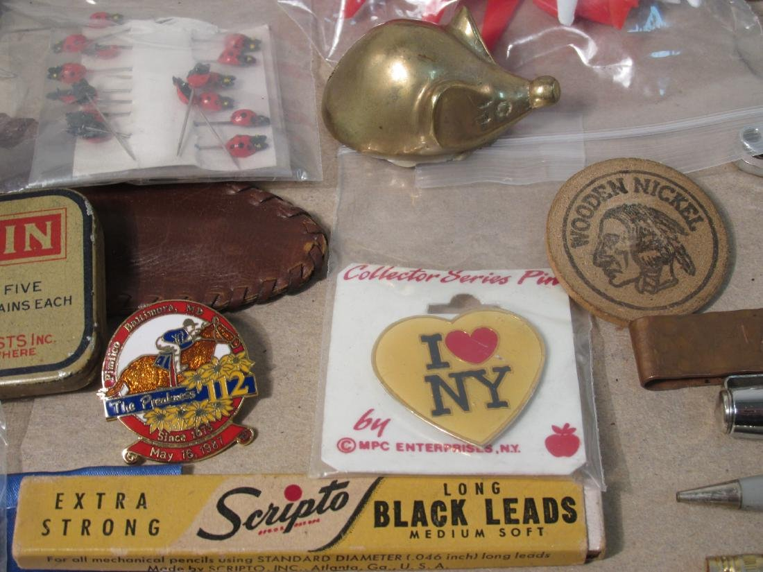 TRAY LOT COLLECTABLES: PENS, ADVERTISING, ETC - 5