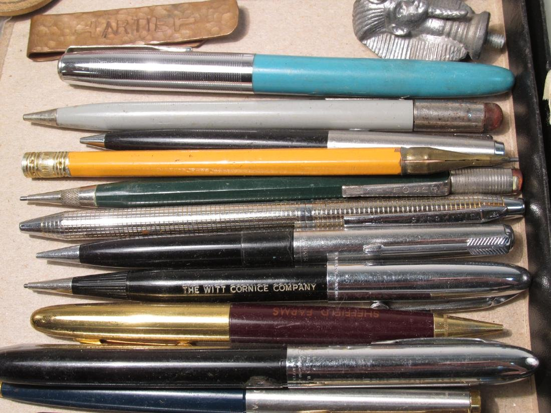 TRAY LOT COLLECTABLES: PENS, ADVERTISING, ETC - 8