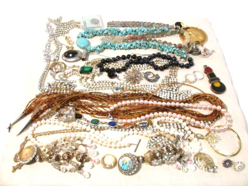 TRAY LOT ASSORTED LADIES COSTUME JEWELRY: 14K, STE