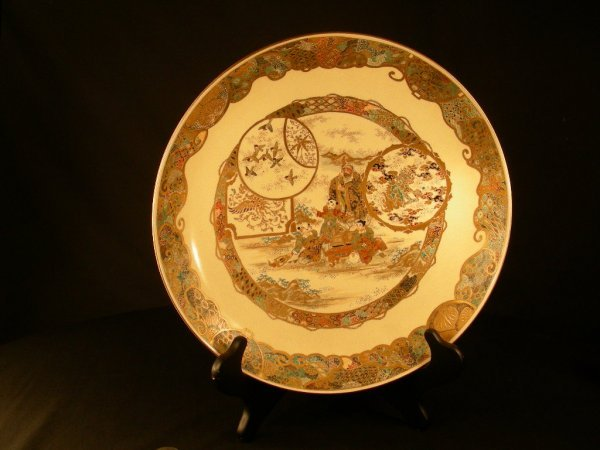 418: FINE ANTIQUE JAPANESE SATSUMA CHARGER SIGNED
