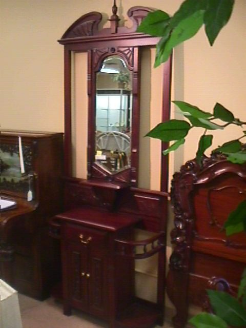 18: MAHOGANY CARVED HALL STAND TABLE MIRRORED
