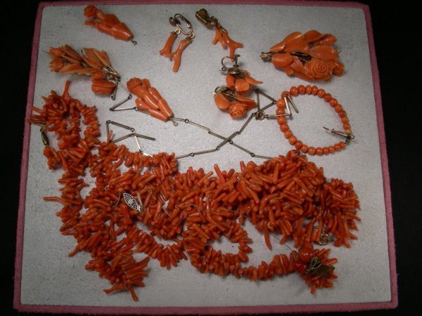20: ANTIQUE CORAL JEWELRY EARRINGS, PINS, NECKLACE ETC