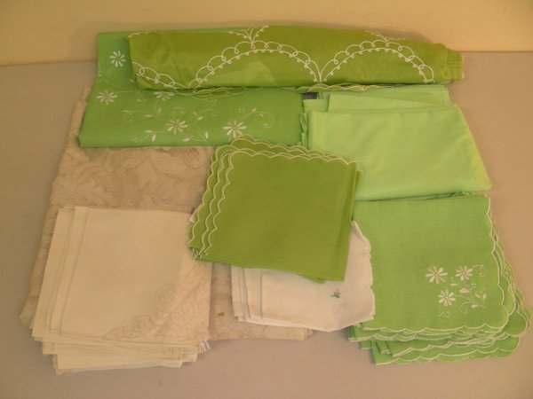 317: GROUP LOT ASSORTED VINTAGE LINENS