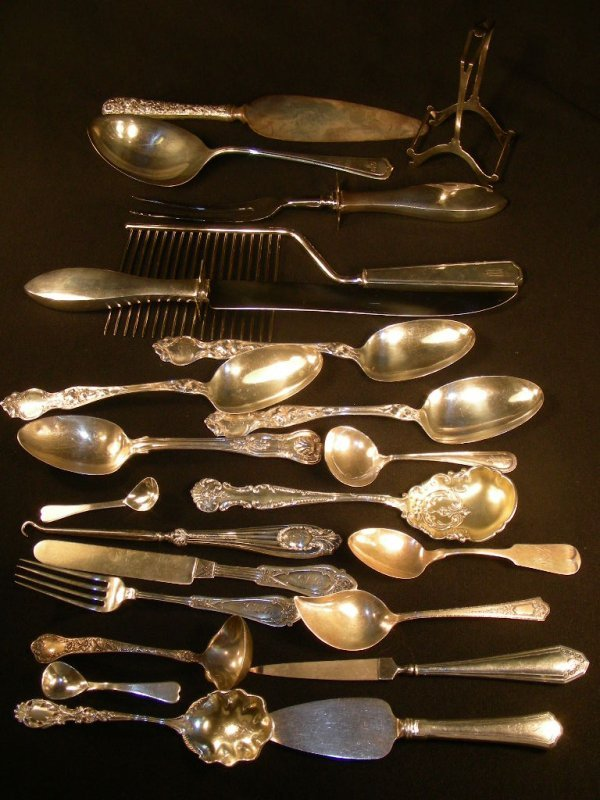 318: LG GROUND ASST STERLING SILVER FLATWARE SERVING PC