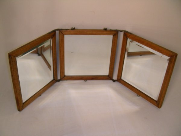 618: ANTIQUE TRI FOLD SHAVING MIRROR OAK LEATHER