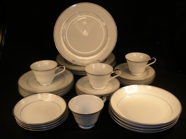 10: IMPERIAL CHINA SINCERITY DINNERWARE SERVICE FOR 4