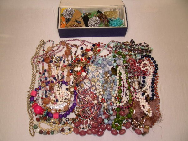 415: LRG GROUP COSTUME BEADS NECKLACES SHOE CLIPS